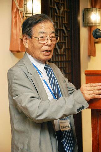 統合を祝い締めの挨拶、横内昭次郎理事長。
