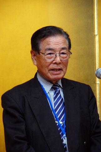 神奈川県家具工業組合横内昭次郎理事長から授与。