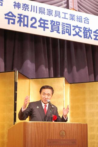 ユーモアを交え祝辞を熱弁する黒岩裕治県知事。