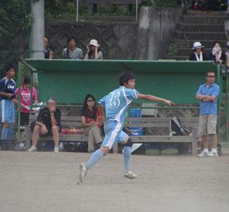 後半出場の13池田暁。ベンチに左寺島顧問、右高橋顧問。