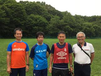 左から尾方副会長、平山先生津野田先生、小安会長