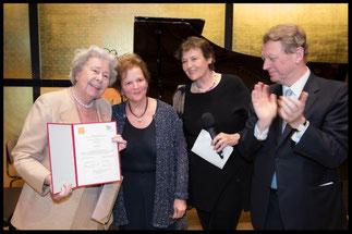 Verleihung der Ehrenpräsidentschaft an KS Christa Ludwig vor dem Finalkonzert.