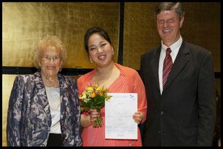 2013 Dritter Preis: Eunkyong Lim, KS Hilde Zadek, Prof. Michael Roßnagl (E. v. Siemens Stiftung) © Foto Fayer, 800x533pixel
