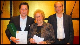 2011 Preisträger Kornel Maciejowsky mit Ks. Hilde Zadek und Dr. Christian Meyer (Schönberg Center). © Foto Fayer, 800x450pixel