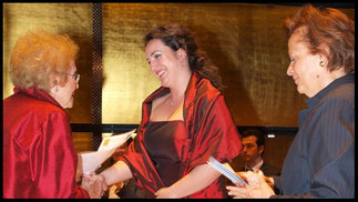 2009 KS Hilde Zadek mit Monika Bohinec (3.Preis) und Prof. Maria Venuti © Foto Fayer, 800x450pixel