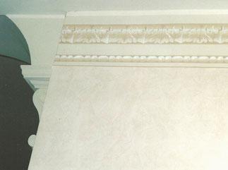 Cornice decorativa con applicazione capitello in gesso base arco