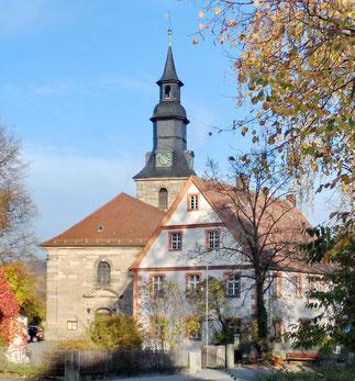 Kirche und Pfarrhaus in St. Johannis