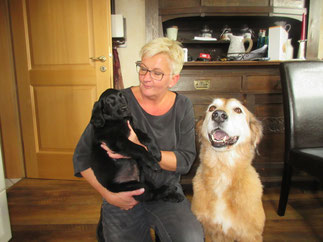 """Falko mit seinem Frauchen und der """"großen Schwester"""" Frieda"""""""