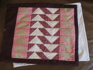 Kissen aus Patchwork von Evelyn Binder. Muster: Fliegende Gänse.