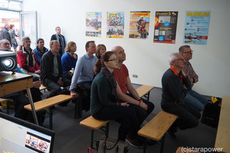 Besucher der TOURENFAHRER-Lounge auf der IMOT 2016