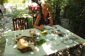 "Frühstück im ""Hoppala-Garden"""
