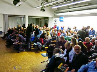 Überfüllter Lehrsaal der Kriminalpolizeidirektion Waiblingen