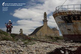 Gestern und Glauben: In Camaret-sur-Mer verrostet neben der Chapelle Notre-Dame die Vergangenheit.