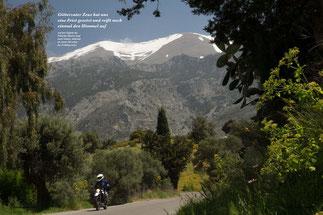 Auf den Gipfeln des Psiloritis-Massivs liegt noch Schnee, während im Amari-Tal schon der Frühling lockt.