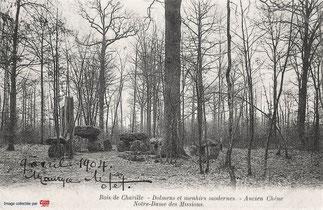Les dolmens et le menhir  vers 1900.
