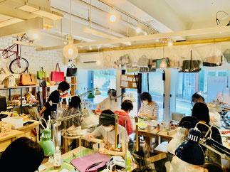 神奈川県横浜市のレザークラフト(革)教室ヨコハマセリエ 横浜元町教室 レッスン風景