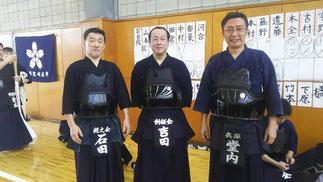 40年来の剣友である学習院大学 吉田監督と石田先輩・堂内先輩の昭和57年卒同期3名。