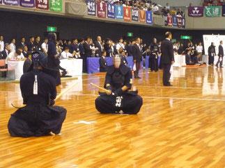 強豪 筑波大学の選手と開始戦で対峙する田村選手。