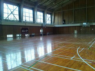 練習場所は試合会場4面を確保できる体育館