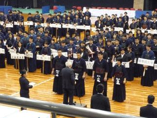 全日本学生剣道連盟から世界選手権に出場した4選手が表彰された