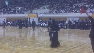 男子3回戦 対 松山大学戦 先鋒の山内寿希也 選手が一本勝ちでリードするが…