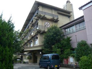 宿舎は練習場所からバスで約15分の形原温泉「山田館」