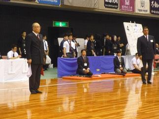 入江尚吾 先輩(H11年卒)が勤務のため代理として菅沼満寛 女子監督(S53年卒)が監督席で見守る。