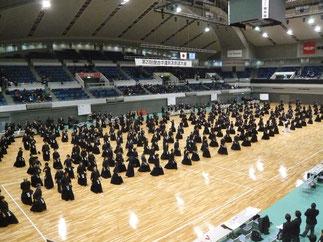 開会式後に選手全員で準備体操を行うのも本大会の特徴の一つ。