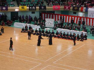 昨年の全日本選手権者と今年の学生選手権者を擁する筑波大学が順当に勝ち進む