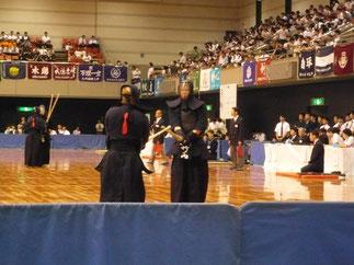 昨年、並みいる警察官を退け全日本選手権を制した竹ノ内佑也 選手(筑波大学)の試合に観衆の視線は釘づけ