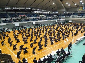 開会式後に選手全員で準備体操を行うのも本大会の特徴の一つ