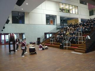 総会終了後、懇親会に先立ち、出席者で和太鼓演奏を鑑賞。