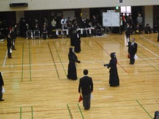 川西市剣道協会Aチームから出場の小林先輩(H3年卒、左側)