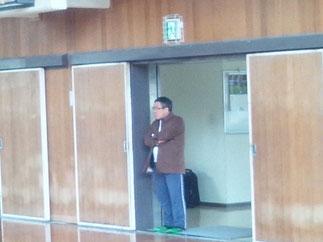 東浦聖員 先輩(高校S48年卒)も大阪よりバスを乗り継いで激励に駆けつけた