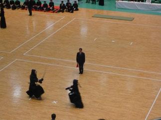 準々決勝戦で主審を務める石田先輩