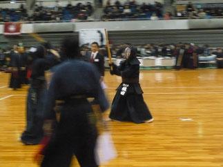 初戦の関西学院大学Bチームとの先鋒戦では本年卒業の織田先輩(H27年卒)が上段相手にコテを連取しデビュー戦を飾る