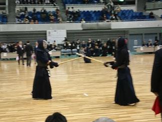 対国士舘大学戦で特練員時代のチームメイトと対戦する入江先輩。