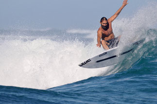 Surfing Madagascar surf lodge with surf coaching