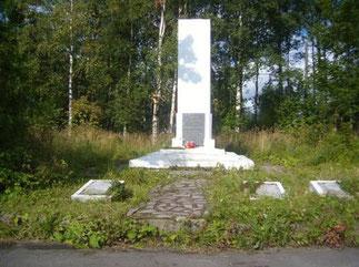 Захоронение (Пролетарская, у стадиона) красноармейцев (1919), военнопленных (1941-1944) и освободителей города (1944).