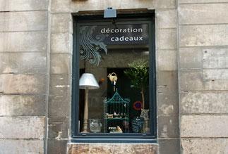 Publicité sur lieu de vente - Adhésif - Décoration vitrine - présentoir - Dépliant - Affiche - beach Flag - Roll Up - Kakemono - Banderole