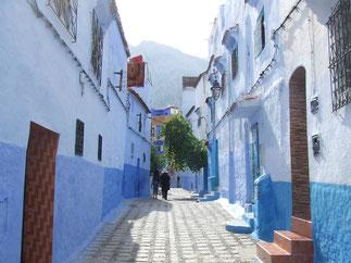 私の住んでるモロッコ・シャウエンの街です。