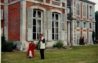 Pinterville : Janie de la Chapelle et Goldy avec les chatons.