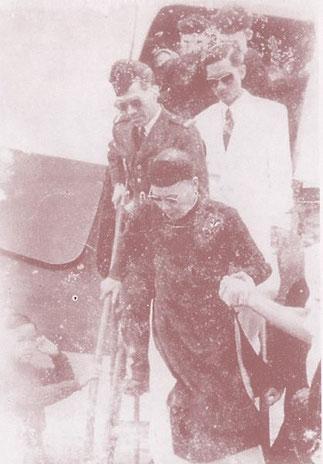 HUÊ.24 MARS 1953.RETOUR DE L'EMPEREUR THANH THAI pour visiter les tombes ancestrales.   24 MARS 1954 RETOUR dans un cercueil pour être inhumé à AN LANG