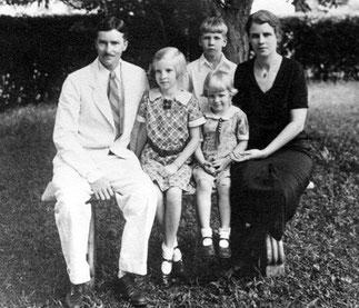 Margaret et Kenneth LANDON avec 3 de leurs enfants
