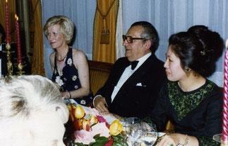 """Pierre Monfrais à ma droite alors qu'il devait présider une autre table à """"2Kms"""" de Pierre Simon. Mon amie Jacqueline Auclaire toujours souriante à toutes les situations pas possibles"""