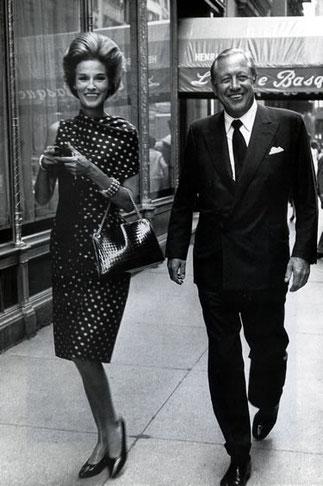 """Devant """"La Côte Basque"""" où Truman Capote situa un de ses romans à clef qui scandalisa le Tout-Manhattan..."""