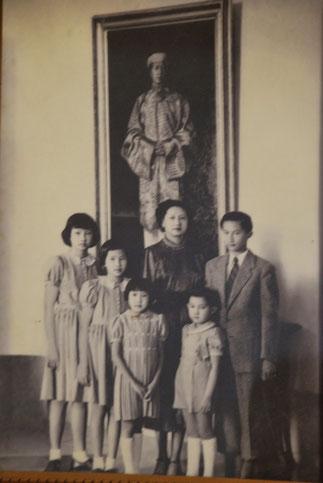 PORTRAIT DE LA FAMILLE IMPERIALE avant l'exil définitif. 1947.