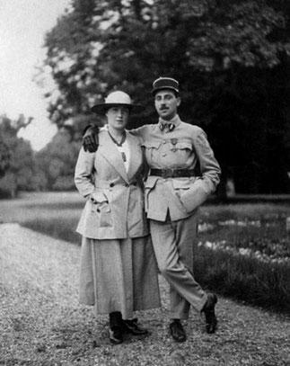 LES 2 ENFANTS D'IRENE ET DE MOÏSE : BEATRICE (1894-1945) et NISSIM DE CAMONDO (1892-1917). PILOTE DE L'ESCADRILLE F 33, SON AVION S'ECRASA LE 5 SEPTEMBRE 1917 DANS LES LIGNES ALLEMANDES DE LEINTREY AVEC LE SS-LIEUTENANT LOUIS DES ESSARTS..