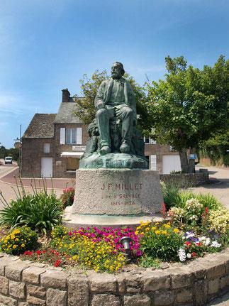 Nouvelle Statue de Millet, érigée en 1998, cent ans après la première, inaugurée le Dimanche 27 Septembe 1898 (23 ans après sa mort) et détruite par la guerre.