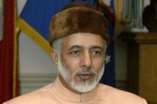 Photos de gauche et de droite: S.E.Yusuf bin ALAWI bin ABDULLAH discret et efficace Ministre chargé des Affaires Etrangères dès 1974.